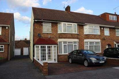 3 Bedrooms Semi Detached House for sale in Barkingside