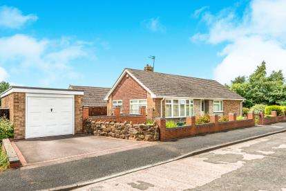 3 Bedrooms Bungalow for sale in Tame Grove, Cannock, Staffordshire