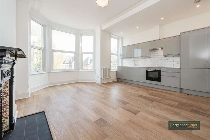 3 Bedrooms Flat for sale in Larden Road, Acton, London, W3 7ST