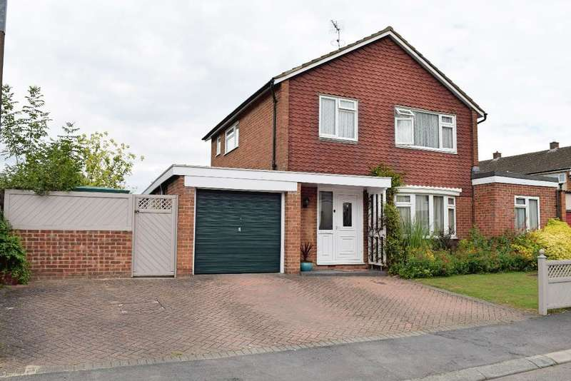 4 Bedrooms Detached House for sale in Brays Mead, Harlow, Essex, CM18 6PF