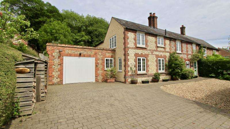 3 Bedrooms Detached House for sale in Bryants Bottom, HP16