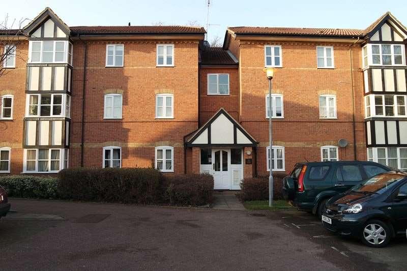 2 Bedrooms Flat for sale in Lee close, New Barnet, Hertfordshire, EN5
