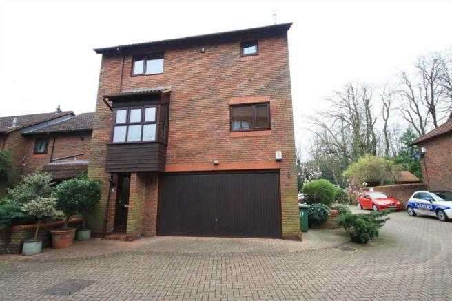3 Bedrooms Semi Detached House for sale in All Saints Mews, Harrow Weald
