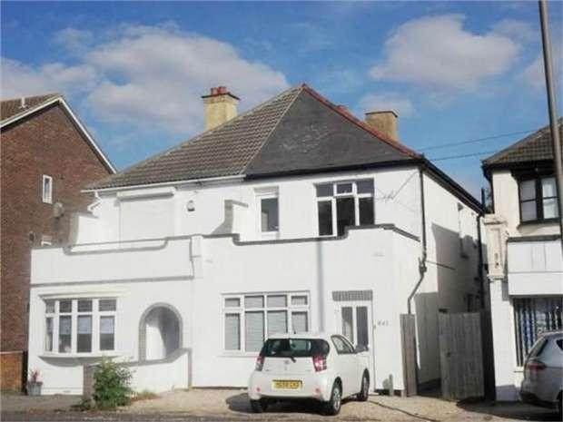 3 Bedrooms Ground Maisonette Flat for sale in 641a London Road, Hadleigh, BENFLEET, Essex