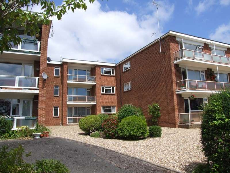 2 Bedrooms Flat for sale in Church Road, Ashley Cross, Poole