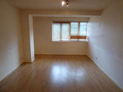 2 Bedrooms Flat for sale in Westminster Court, Eleanor Way, Waltham Cross, Hertfordshire