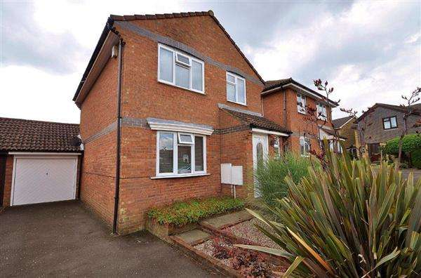 3 Bedrooms Detached House for sale in Ashford, TN24