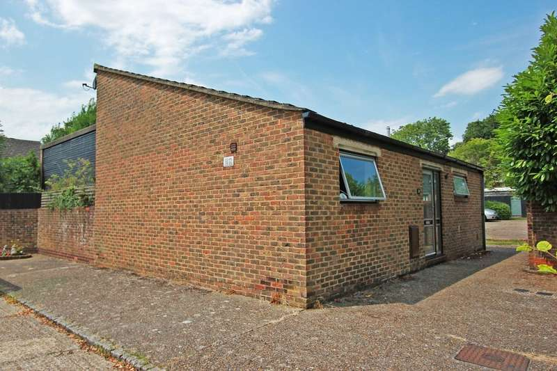 2 Bedrooms Detached Bungalow for sale in Bazes Shaw, New Ash Green, Longfield, DA3