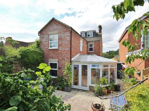 5 Bedrooms Semi Detached House for sale in Dunyeats Road, BROADSTONE, Dorset
