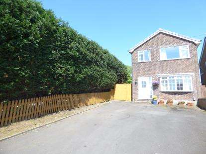 3 Bedrooms Detached House for sale in Talbot Drive, Briercliffe, Burnley, Lancashire