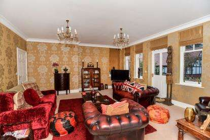 3 Bedrooms Semi Detached House for sale in The Park, Mansfield, Nottinghamshire