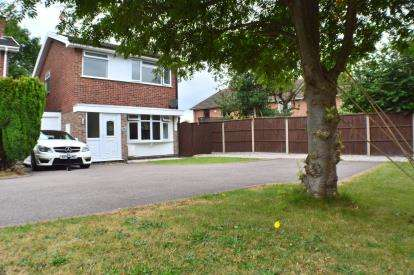 3 Bedrooms Link Detached House for sale in Jordan Close, Fradley, Lichfield, Staffordshire