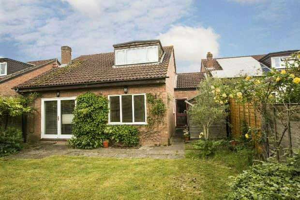 3 Bedrooms Link Detached House for sale in Newmarket Close, Lower Earley, Reading,
