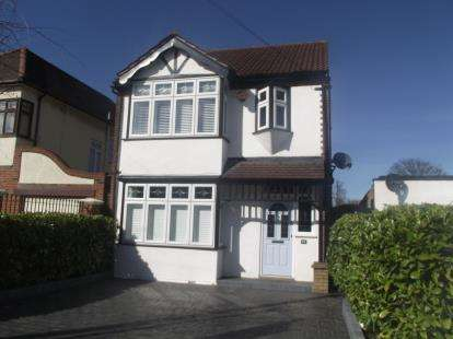 3 Bedrooms Detached House for sale in Heath Park, Romford, Essex