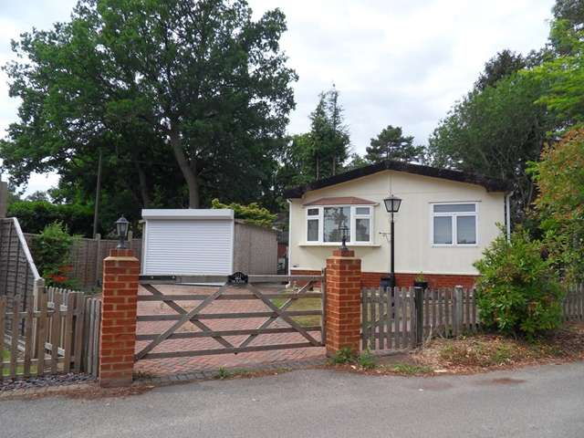 2 Bedrooms Park Home Mobile Home for sale in 48A The Plateau, Warfield Park, Warfield