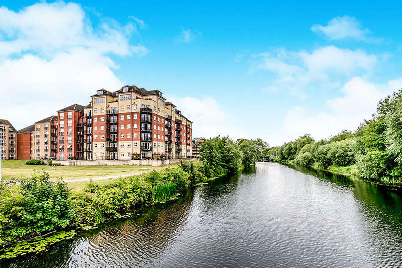 3 Bedrooms Flat for sale in Wheelwright House Palgrave Road, BEDFORD, MK42