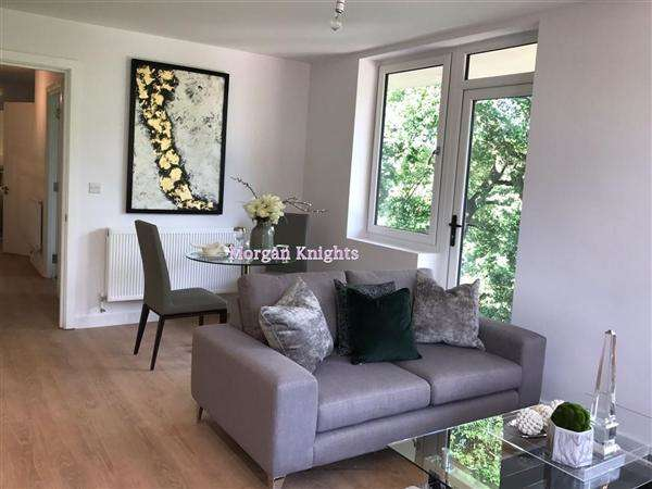 2 Bedrooms Apartment Flat for sale in Barnet Wood Lane, Leatherhead, KT22
