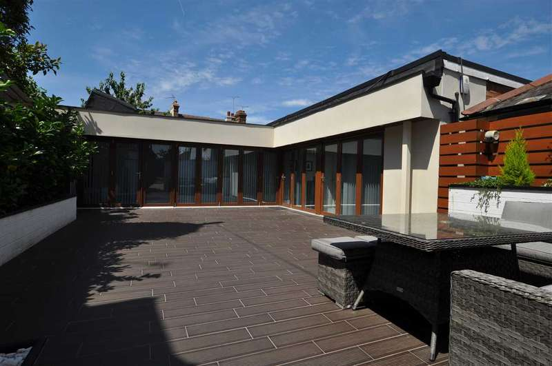 2 Bedrooms Detached House for sale in Queen Street, Warley, Brentwood
