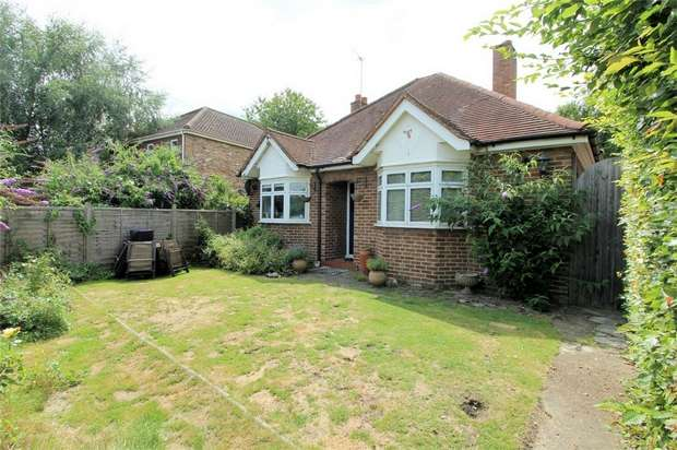 2 Bedrooms Detached Bungalow for sale in Woking, Surrey
