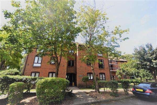 1 Bedroom Flat for sale in Claremont Grove, London
