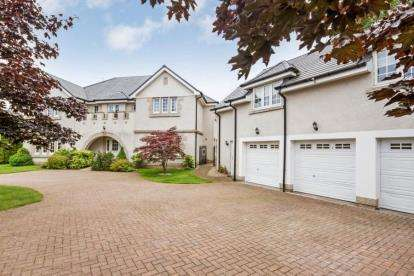 5 Bedrooms Detached House for sale in Bowmore Crescent, Thorntonhall