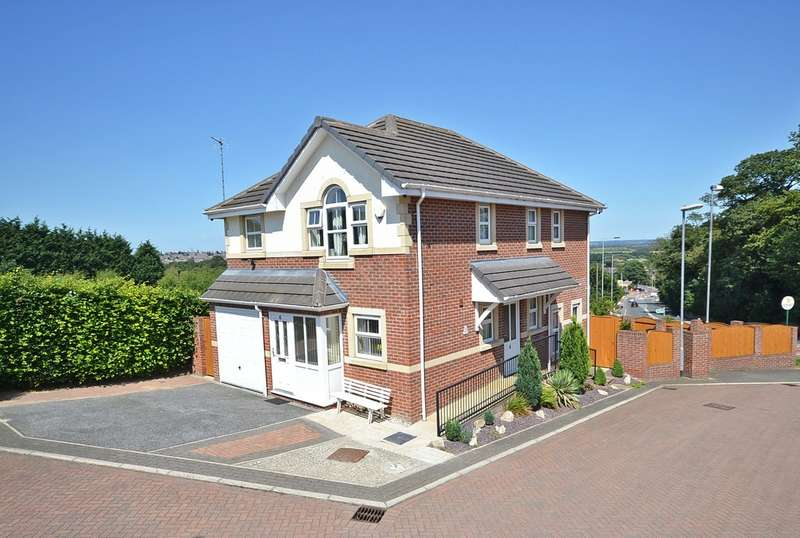 4 Bedrooms Detached House for sale in The Oakes, off Aberford Road, Stanley