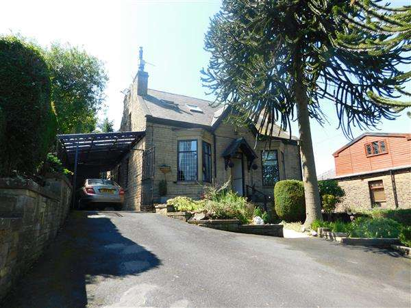 4 Bedrooms Detached House for sale in Pickles Lane, Bradford