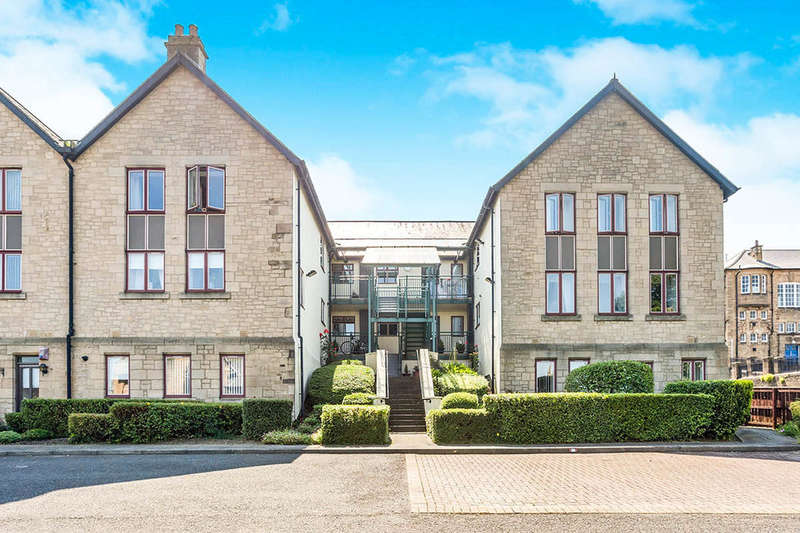 2 Bedrooms Flat for sale in Cheviot Court West View, Blaydon-On-Tyne, NE21
