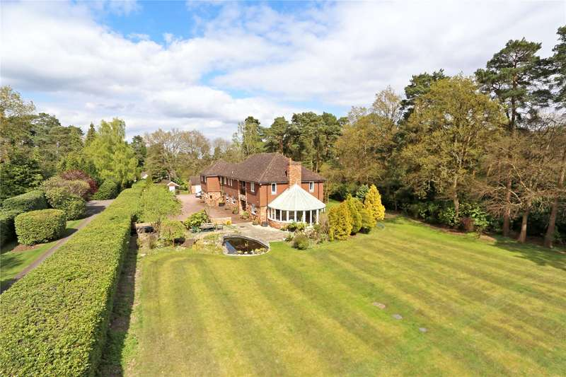 5 Bedrooms Detached House for sale in Gong Hill Drive, Lower Bourne, Farnham, Surrey, GU10