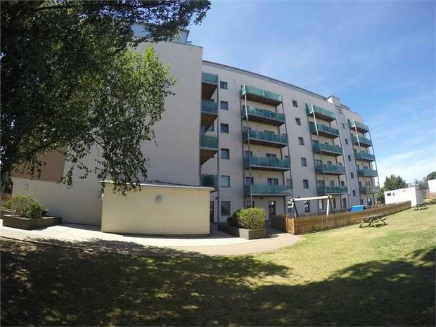 1 Bedroom Flat for sale in Bellvue Court, 141-149 Staines Road, Hounslow, Middlesex