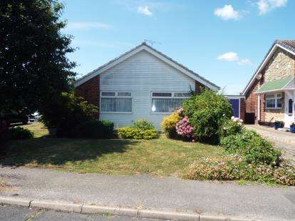 2 Bedrooms Bungalow for sale in Walton On The Naze, Essex