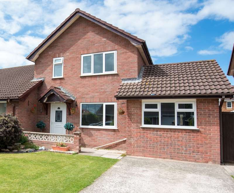 3 Bedrooms Semi Detached House for sale in Llys Branwen, Kinmel Bay, LL18