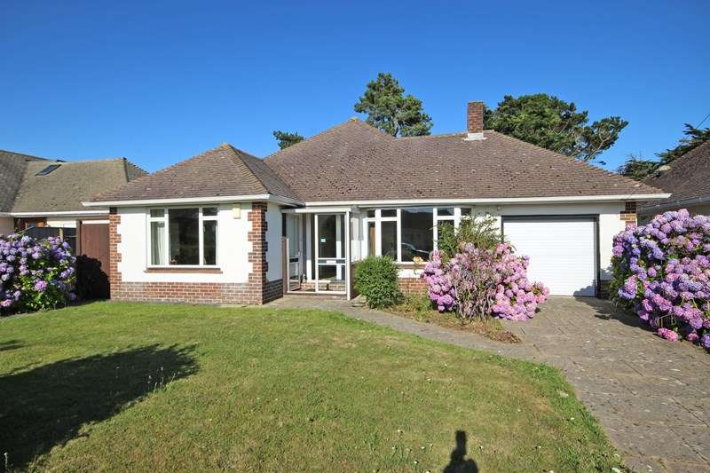 3 Bedrooms Detached Bungalow for sale in Barton Croft, Barton On Sea, New Milton