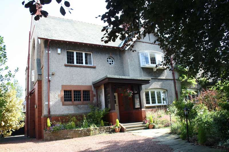 4 Bedrooms Semi Detached House for sale in Hesketh Road, Southport