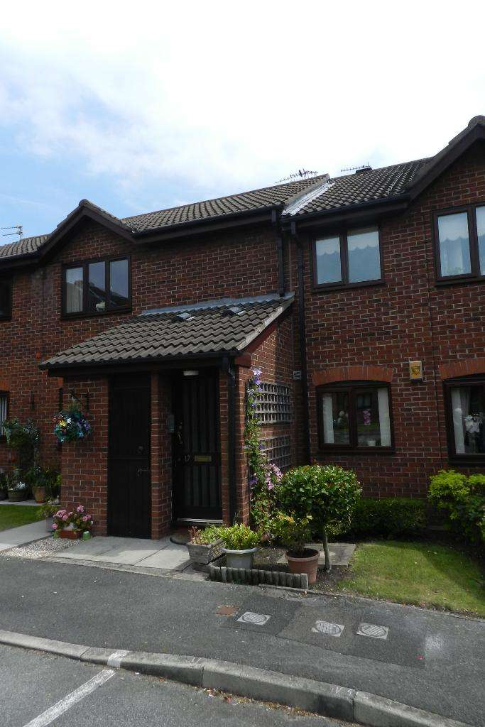 2 Bedrooms Flat for sale in Chatburn Court, Culcheth, WA3 5RB