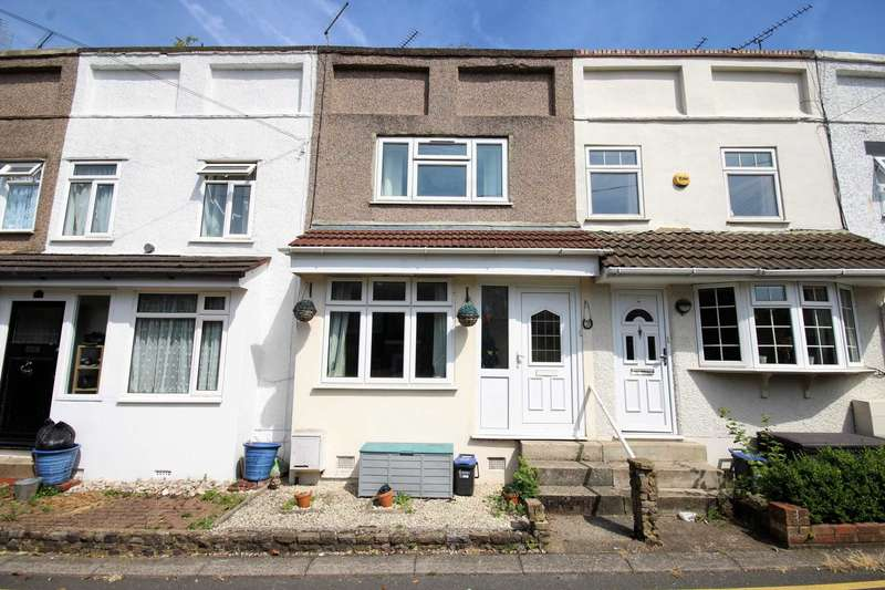 3 Bedrooms Terraced House for sale in Deans Road, Brentwood