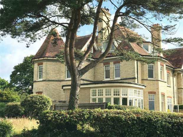 3 Bedrooms Flat for sale in Alington Road, Evening Hill Grange, Sandbanks, Poole