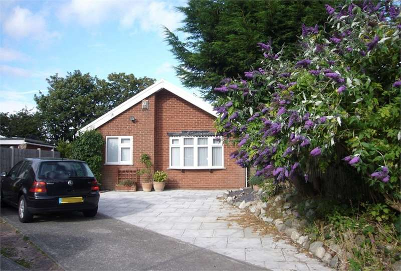 3 Bedrooms Detached Bungalow for sale in Holgate Park, THORNTON, Merseyside