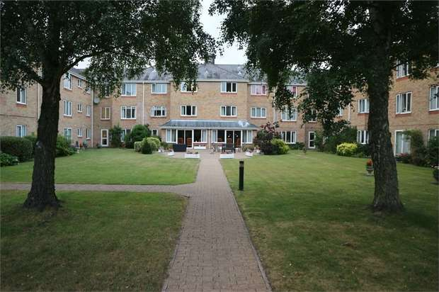 1 Bedroom Flat for sale in Cryspen Court, Bury St Edmunds, Suffolk