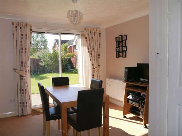3 Bedrooms Detached House for sale in Vine Way, Stonehills, Tewkesbury, Gloucestershire