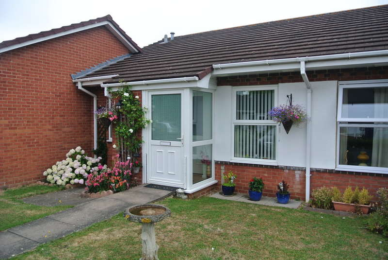 2 Bedrooms Terraced Bungalow for sale in Burford Gardens, Evesham
