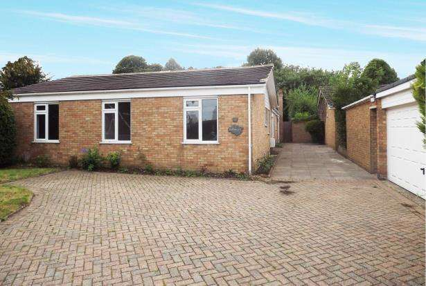 4 Bedrooms Bungalow for sale in Oakley, Basingstoke, Hampshire