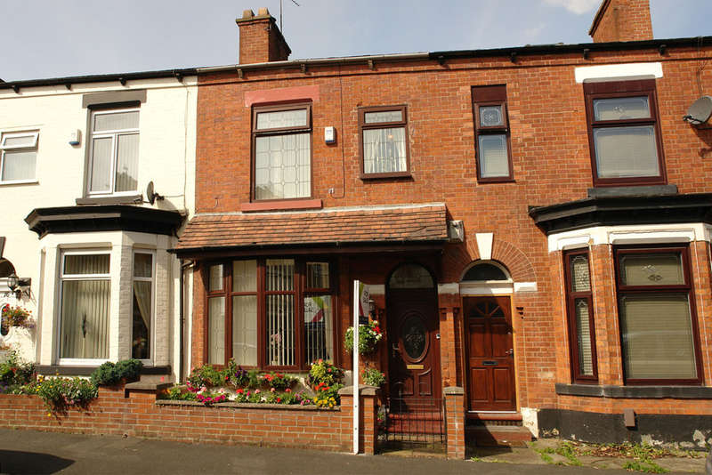3 Bedrooms Terraced House for sale in 14 Knowl Street, Hollinwood, Oldham