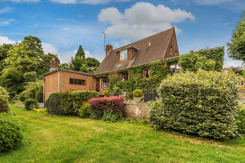 3 Bedrooms Detached House for sale in Trotts Lane, Westerham, TN16