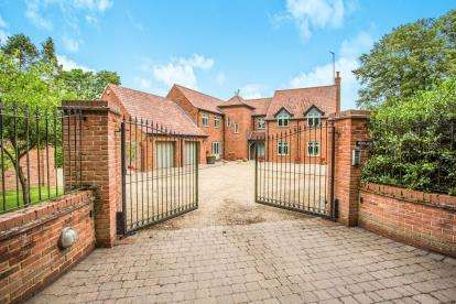 5 Bedrooms Detached House for sale in Hillington, Kings Lynn