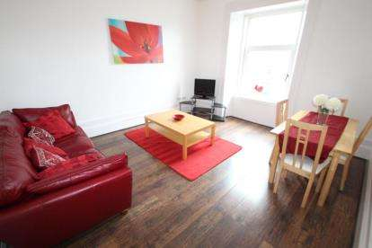 2 Bedrooms Flat for sale in Brisbane Street, Greenock