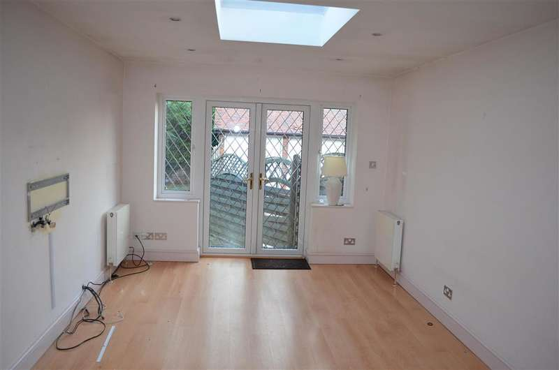 3 Bedrooms Semi Detached House for sale in High Road, Chigwell, Essex