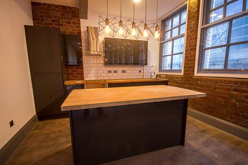 3 Bedrooms Apartment Flat for sale in Bands Building, Liverpool City Centre, L2