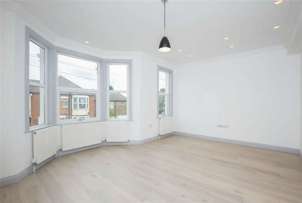 3 Bedrooms Maisonette Flat for sale in Leghorn Road, Kensal Green, London