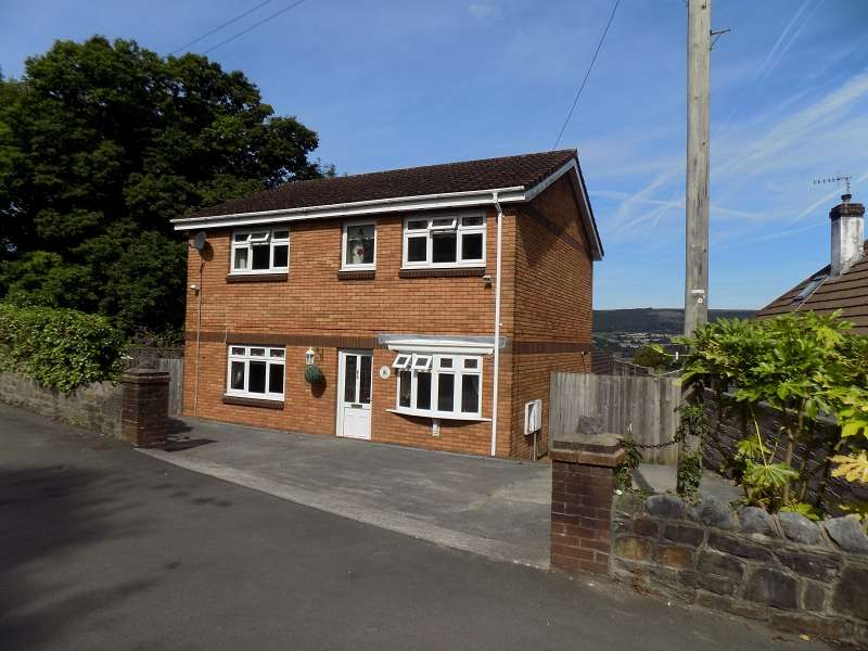 3 Bedrooms Detached House for sale in Hillside , Neath, Neath Port Talbot. SA11